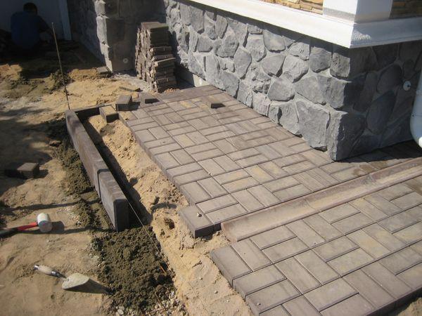 Укладка поребриков для тротуарной плитки